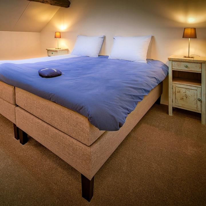 Tweepersoons bed in appartement