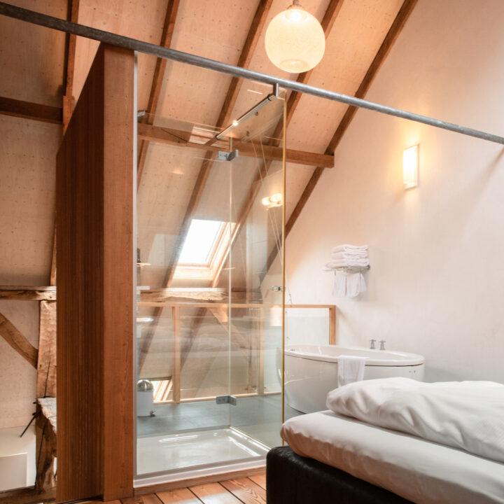 Boerderij lodge met kamer met vrijstaand bad en open douche