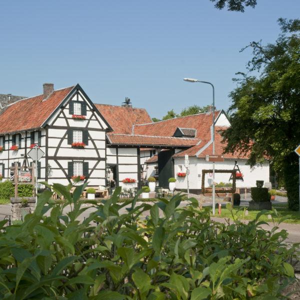 Witte vakwerkboerderij in Mechelen