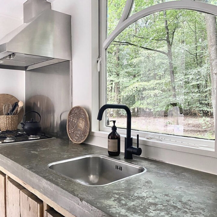 Keuken met betonnen blad