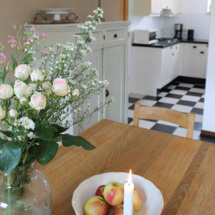 De keukens zijn modern ingericht, voorzien van alle benodigde apparatuur