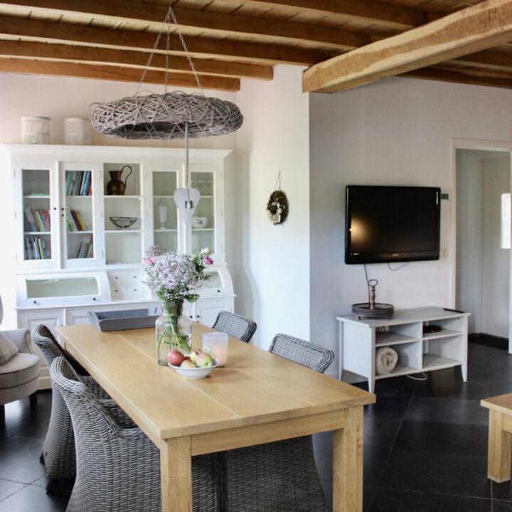 De vakantie appartementen zijn landelijk ingericht, warm en sfeervol.