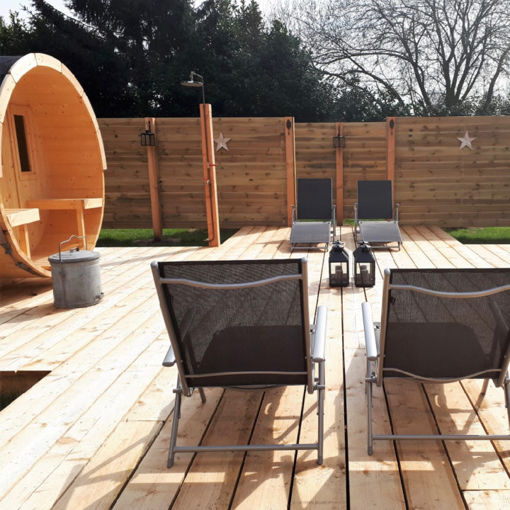Sauna met ligstoelen