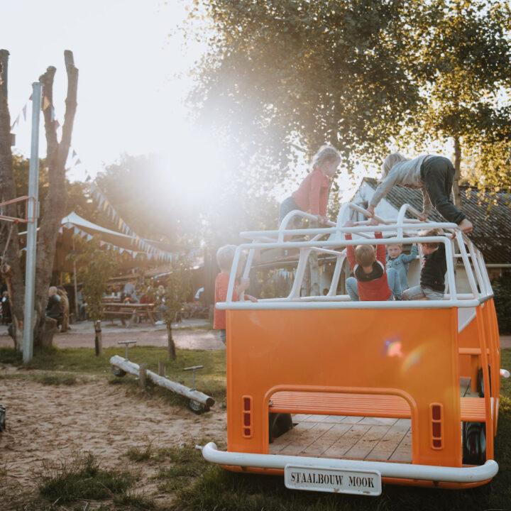 VW busje als speelhuisje
