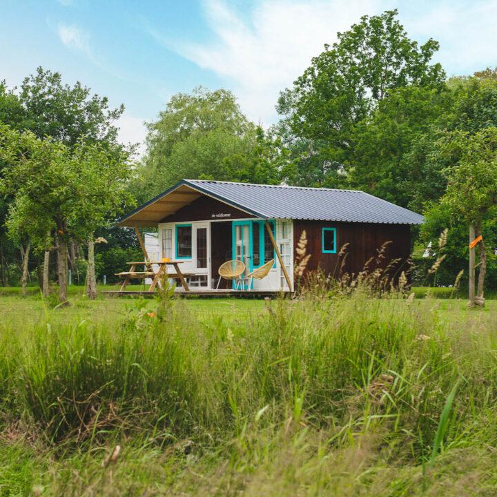 De veldkamers zijn een eigen ontwerp van Camping Bij ons in Groesbeek.