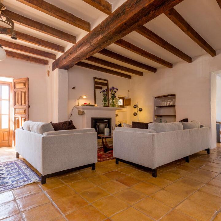 Moderne woonkamer in het vakantiehuis in Spanje
