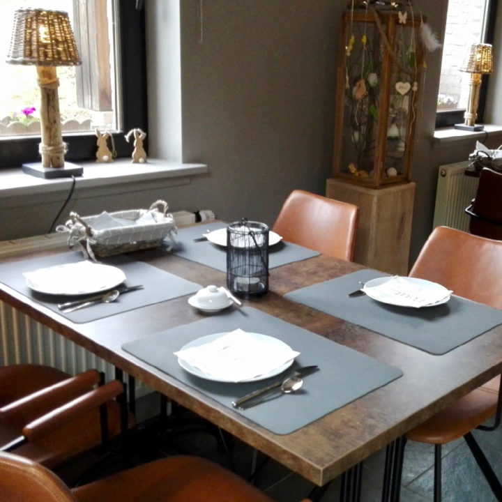 Ontbijttafel bij de bed and breakfast