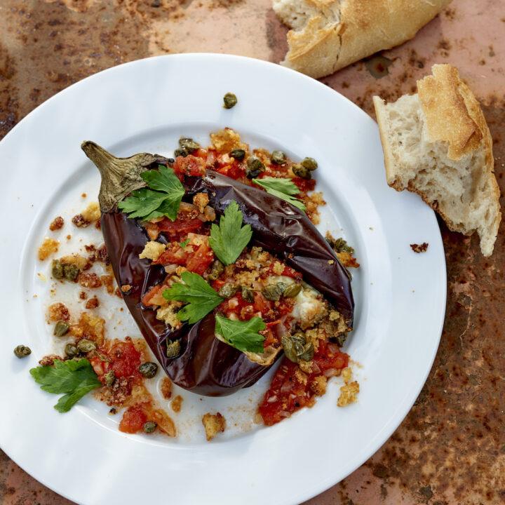 Vegetarische maaltijd met stokbrood