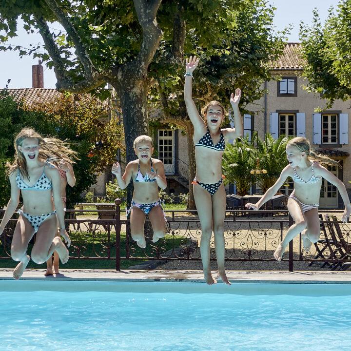Domaine des Agnelles met zwembad, jeu de boules baan en diverse schommels is bij uitstek een plek voor kinderen.
