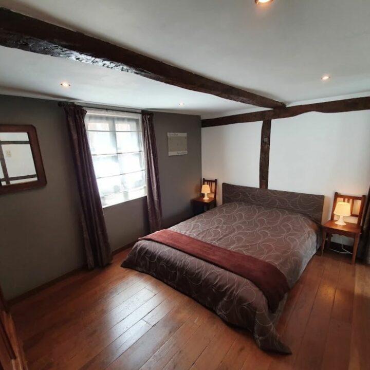 Bed en slaapkamer in het vakantiehuis in Durby