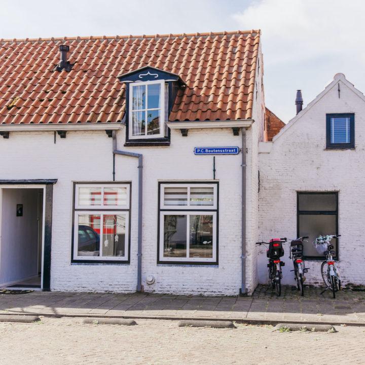 Wit vakantiehuisje in Zeeuws Vlaanderen