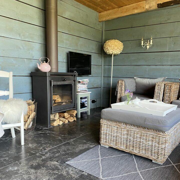 Heerlijk ontspannen in de tuinkamer.... geniet van de rust en ruimte.