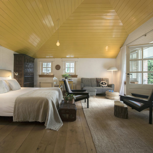 Buitenhuisje met tweepersoons bed en zithoek