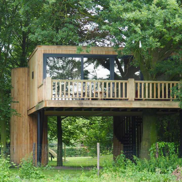 Superdeluxe boomhut met grote veranda