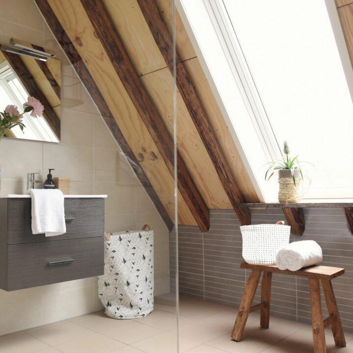 Badkamer met inloopdouche in het vakantiehuis in Callantsoog