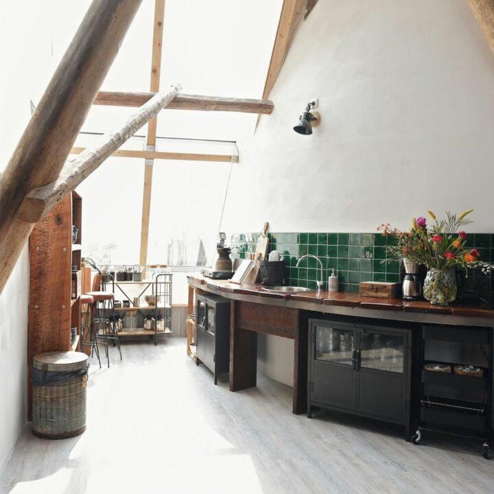 Keuken langs een ronde wand