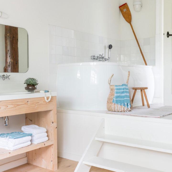 Badkamer van het vakantiehuis, met ruim ligbad