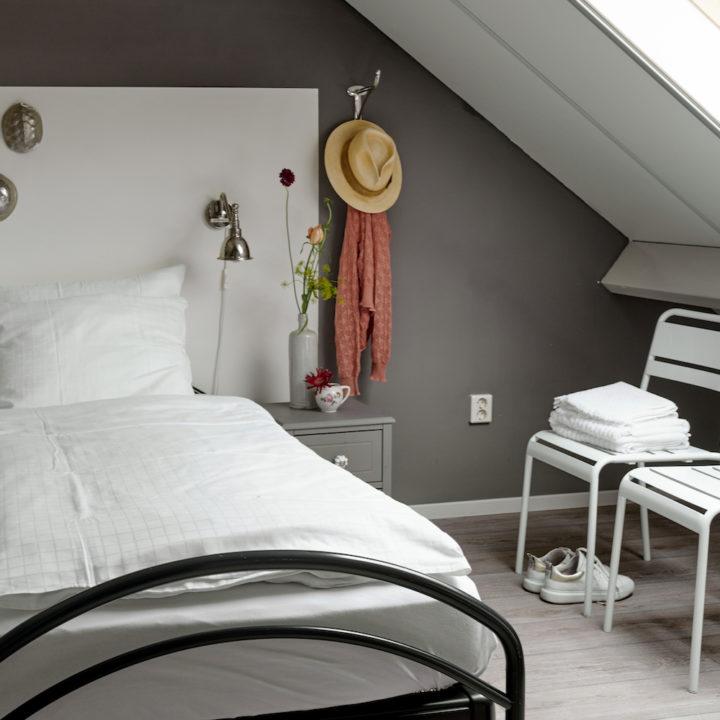 Slaapkamer met sfeervolle woonaccessoires