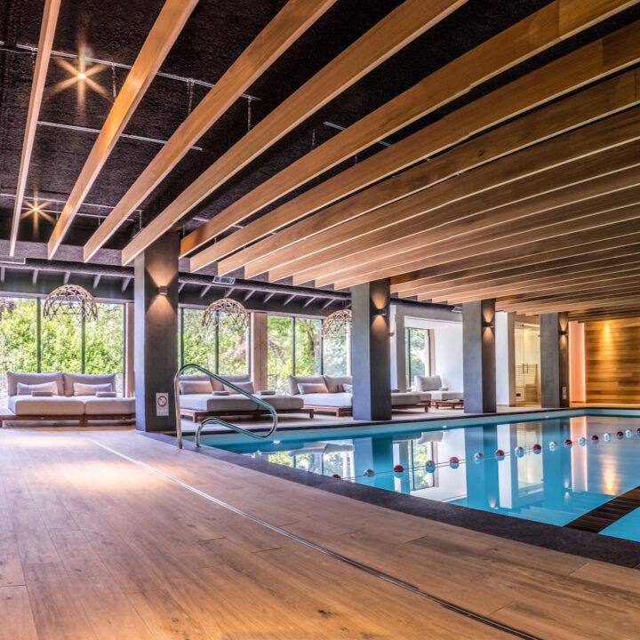 Zwembad bij hotel de Sterrenberg