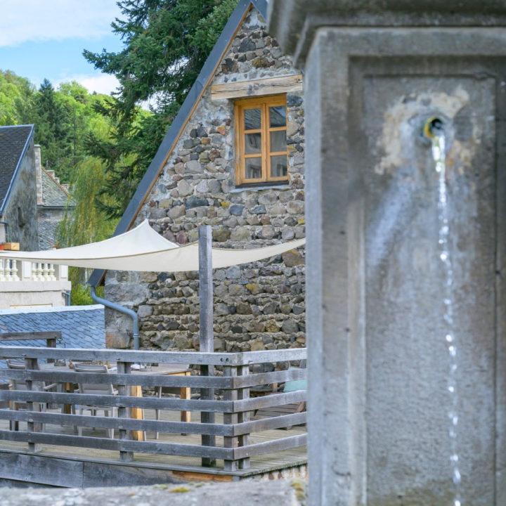 Terras bij een vakantiehuis in de Auvergne