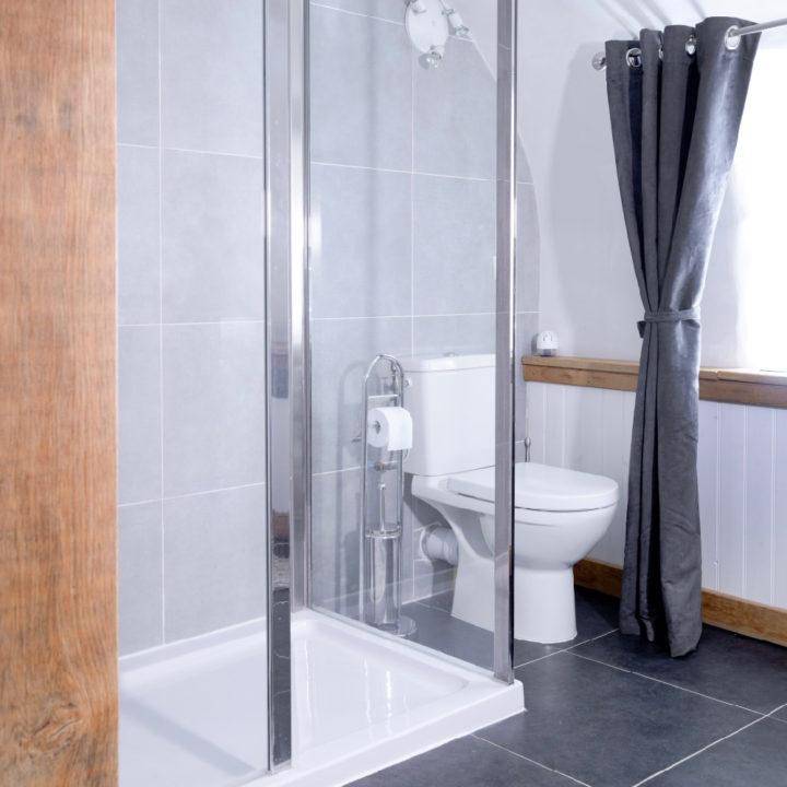 Moderne badkamer in een vakantiehuis in de Auvergne
