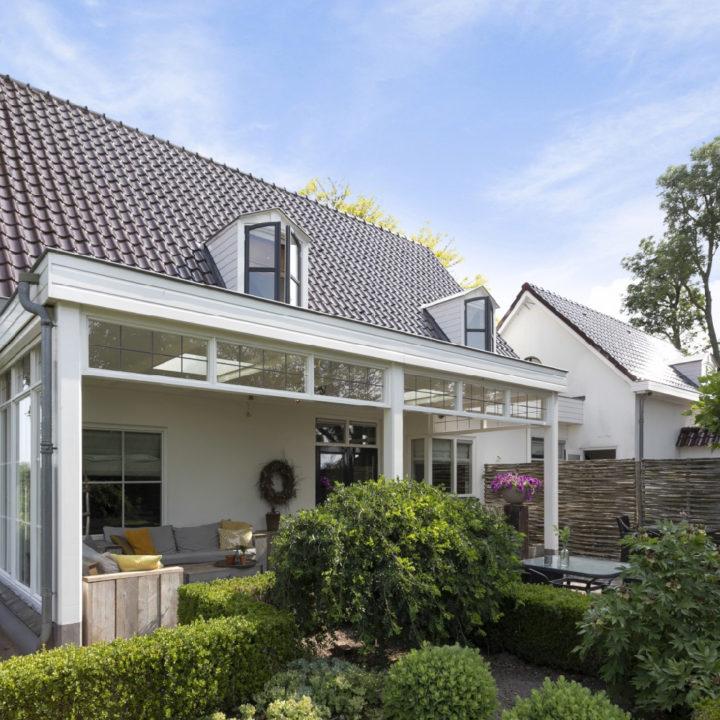 Overdekte veranda bij de wellness