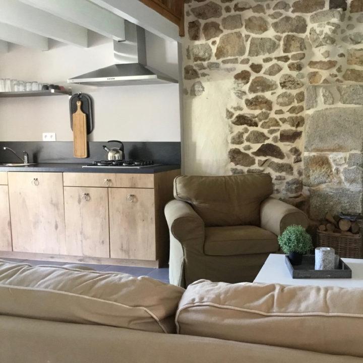 Fauteuil, zitbank en keukenblok