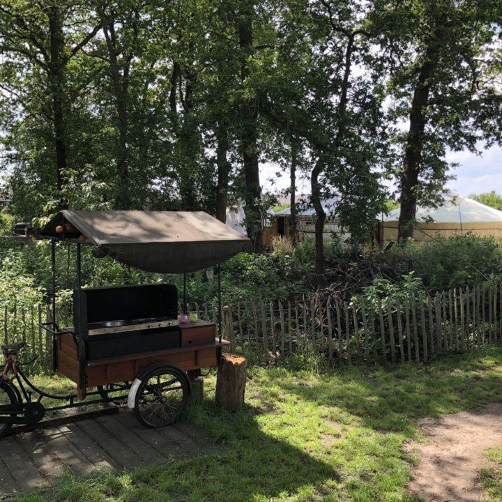 Keuken karretje op de camping