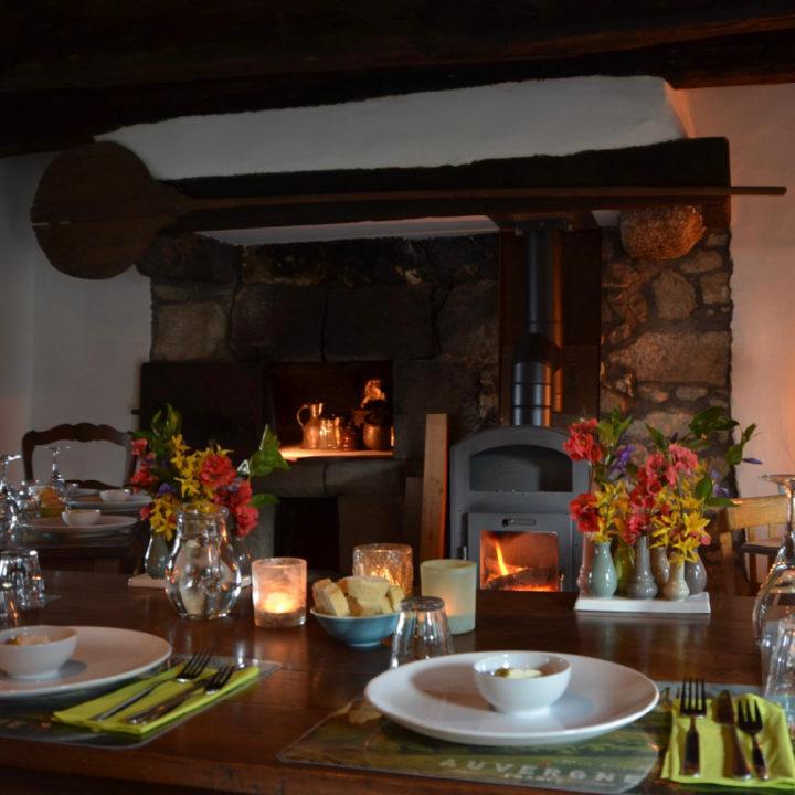 Restaurant van 3Etangs, met een brandende kachel