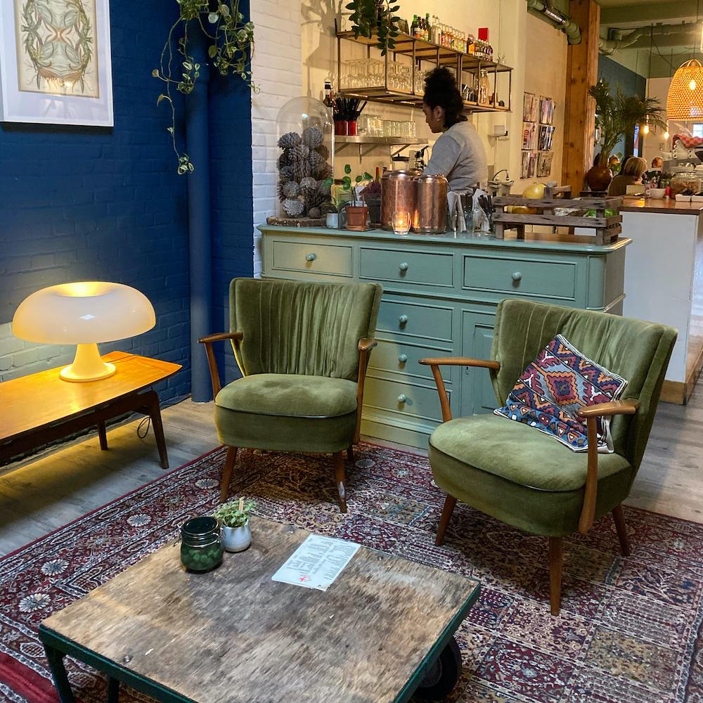 Vintage interieur bij het First Eet Cafe in Arnhem