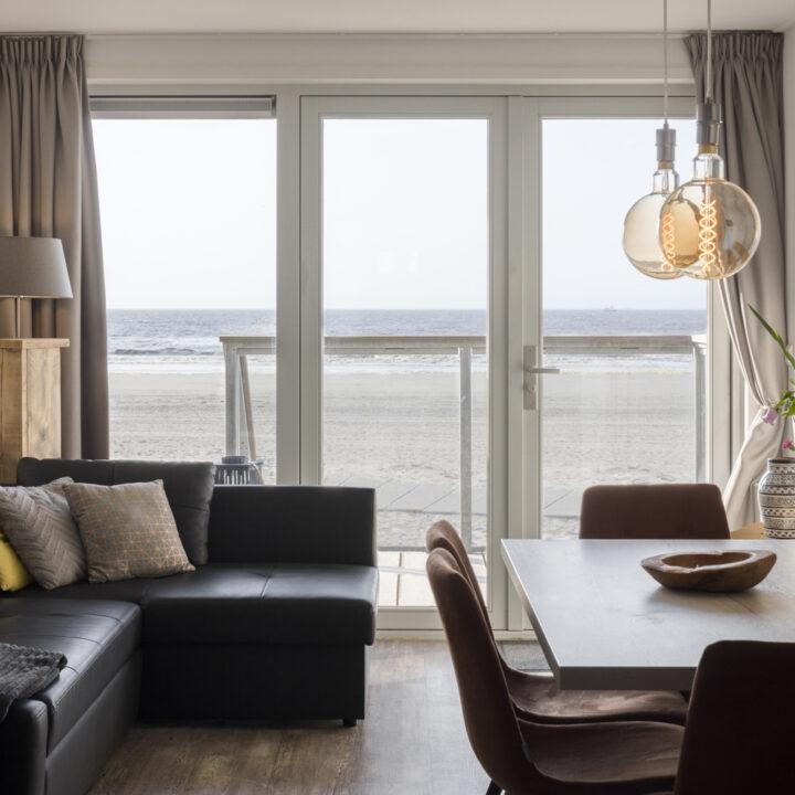Comfortabel interieur in een strandhuisje