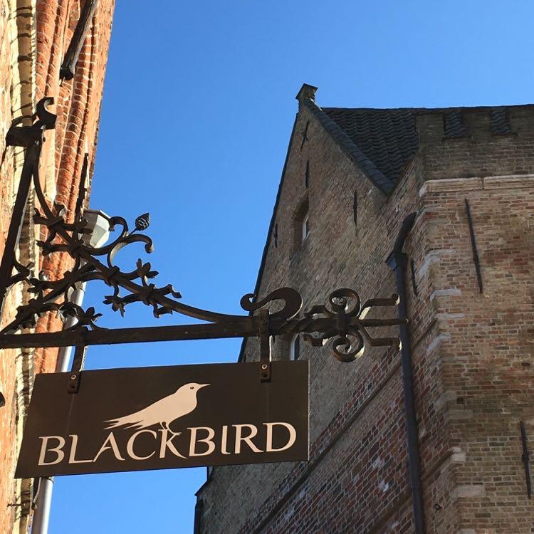 Uithangbord van Blackbird in Brugge