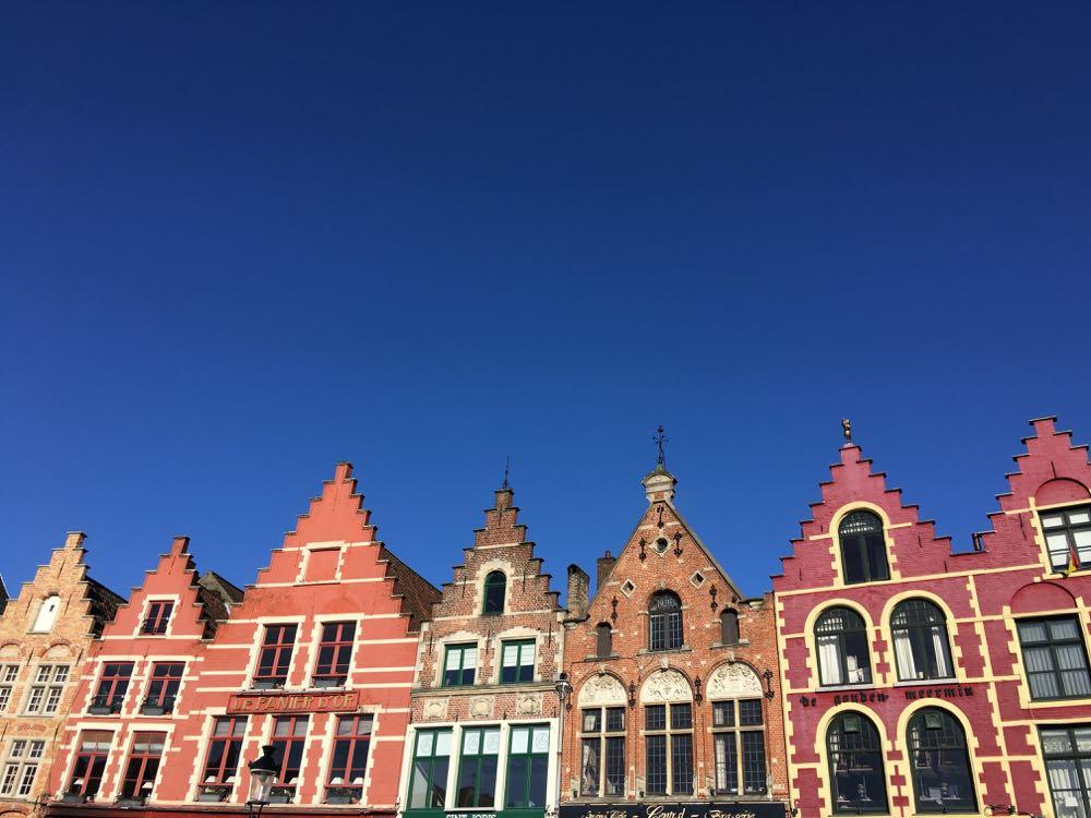 Gevels op het centrale plein in Brugge