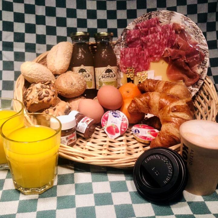Ontbijt voor de gasten van de Voscheheugte