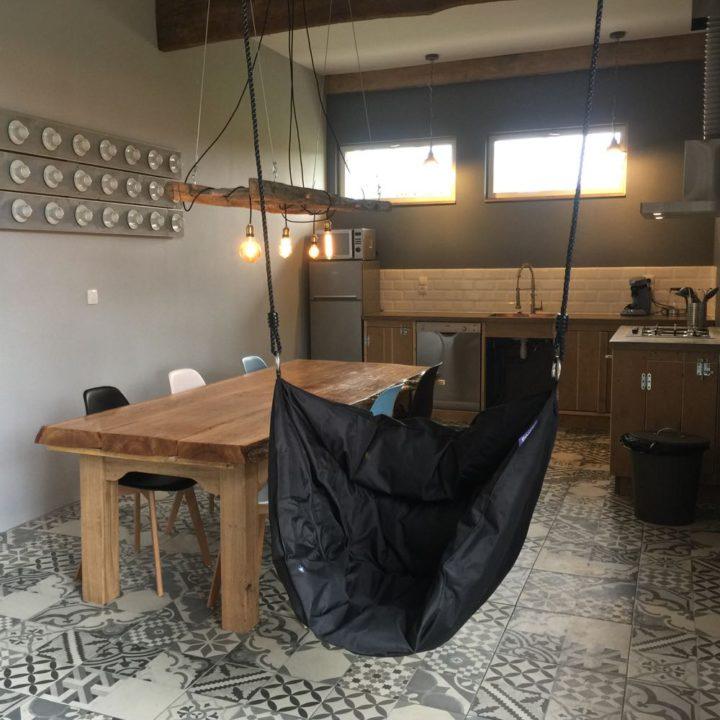 Hangstoel in de eet keuken