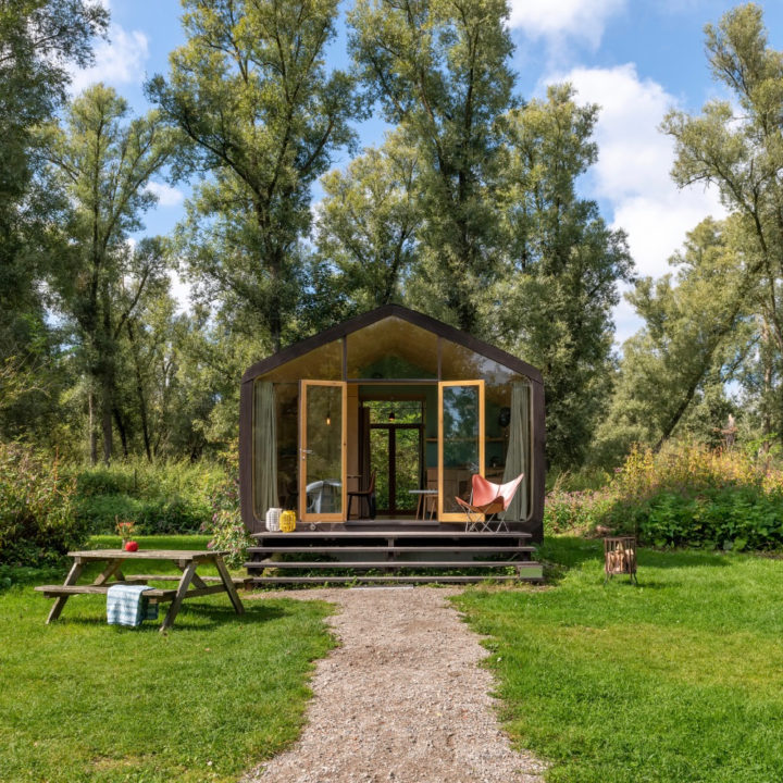 Wikkelhouse op een grasveld