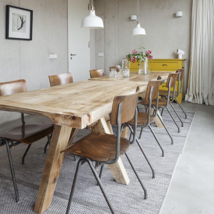 Eettafel met 8 stoelen