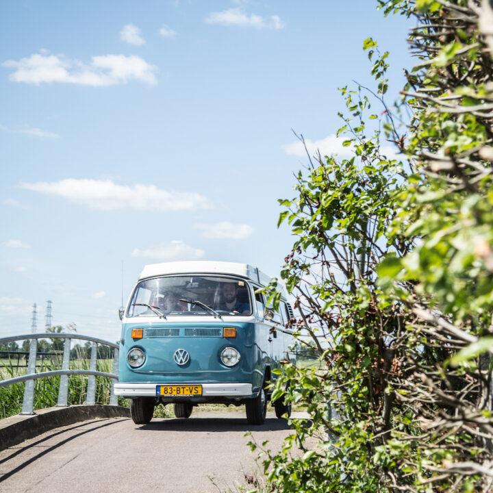 Blauw busje on the road