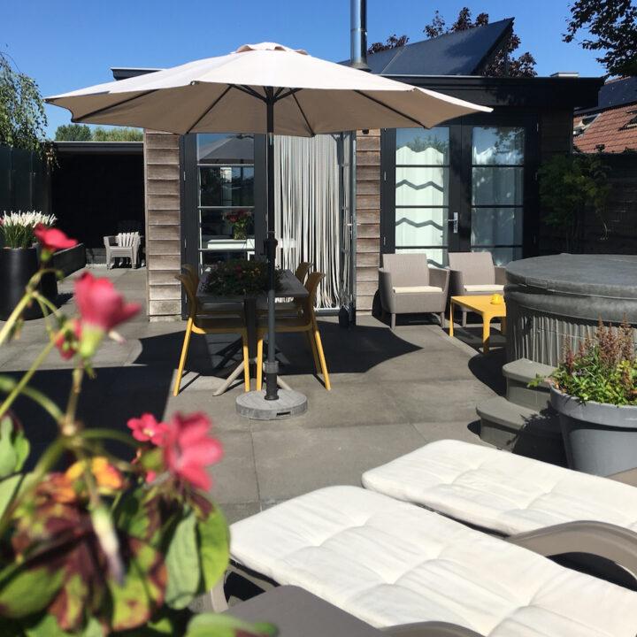 Tuin met terras bij het 4-persoons vakantiehuis