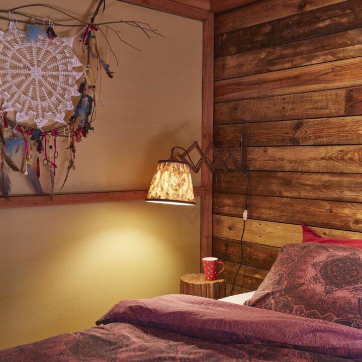Slaapkamer in een van de cabins in de Ardennen