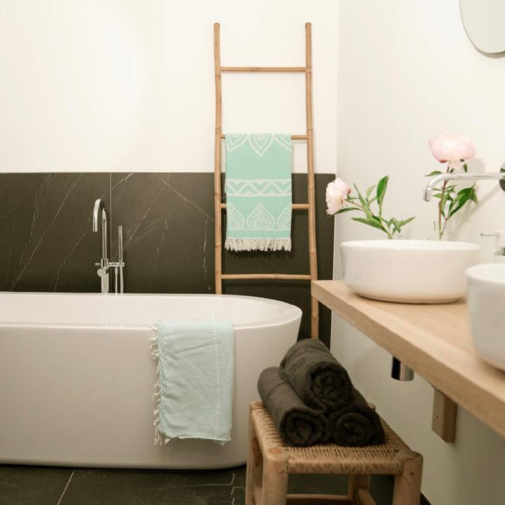 Badkamer van een vakantiehuis in Egmond