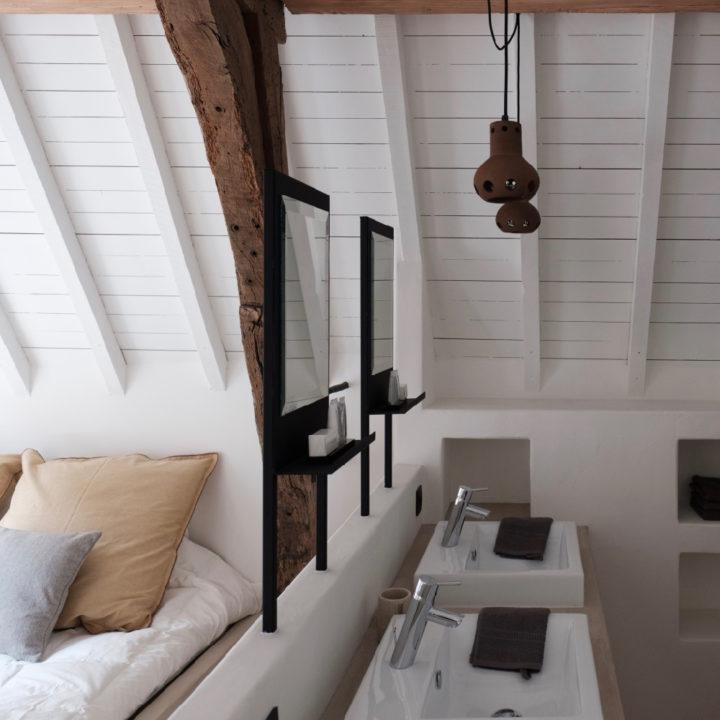 Slaapkamer met prive badkamer in groepsaccommodatie Antwerpen