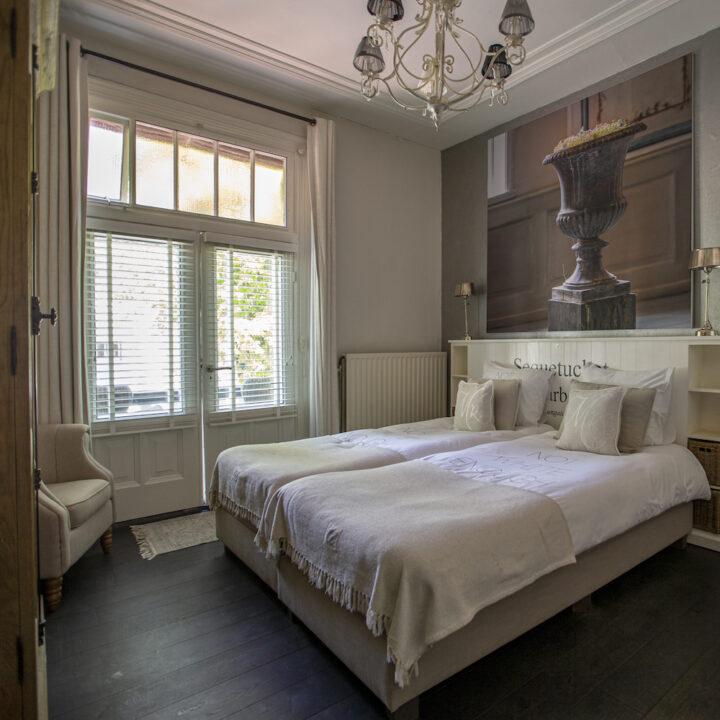 Lichte slaapkamer in het hotel