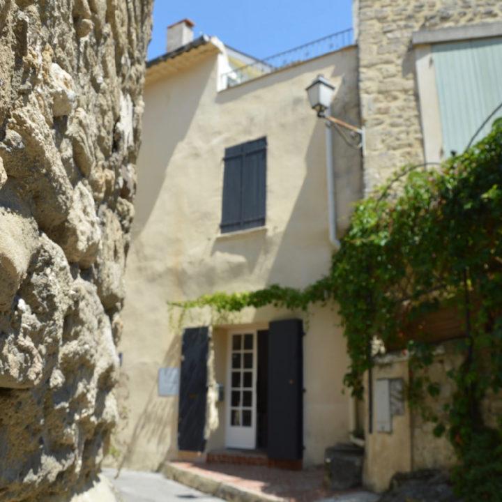 Hoekwoning in Frans dorpje