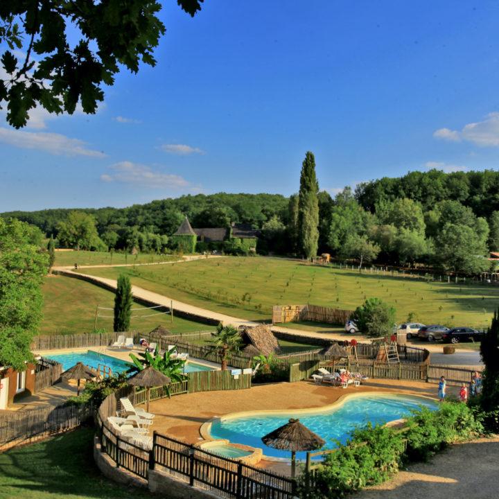Zwembad bij een camping in Frankrijk