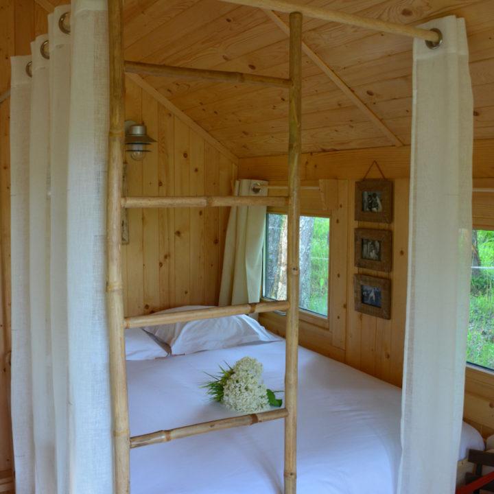 Slaapkamer in een boomhut