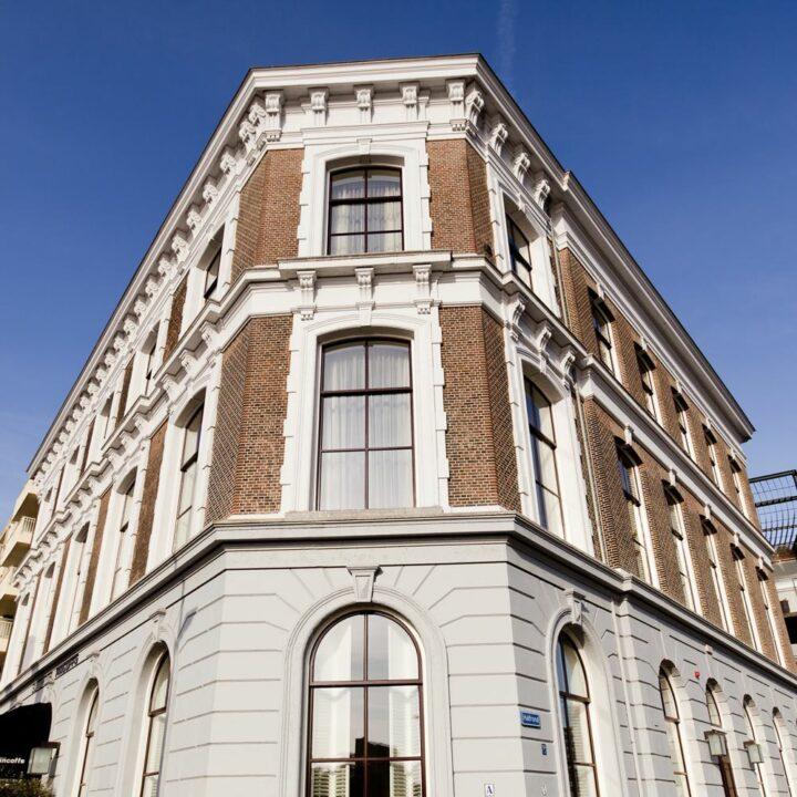 Karakteristieke gevel van het boutique hotel in Rotterdam