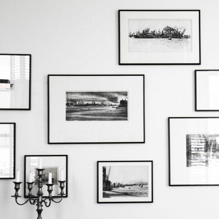Zwart wit foto's aan de wand