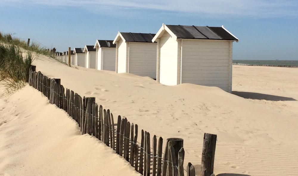 witte huisjes op het strand