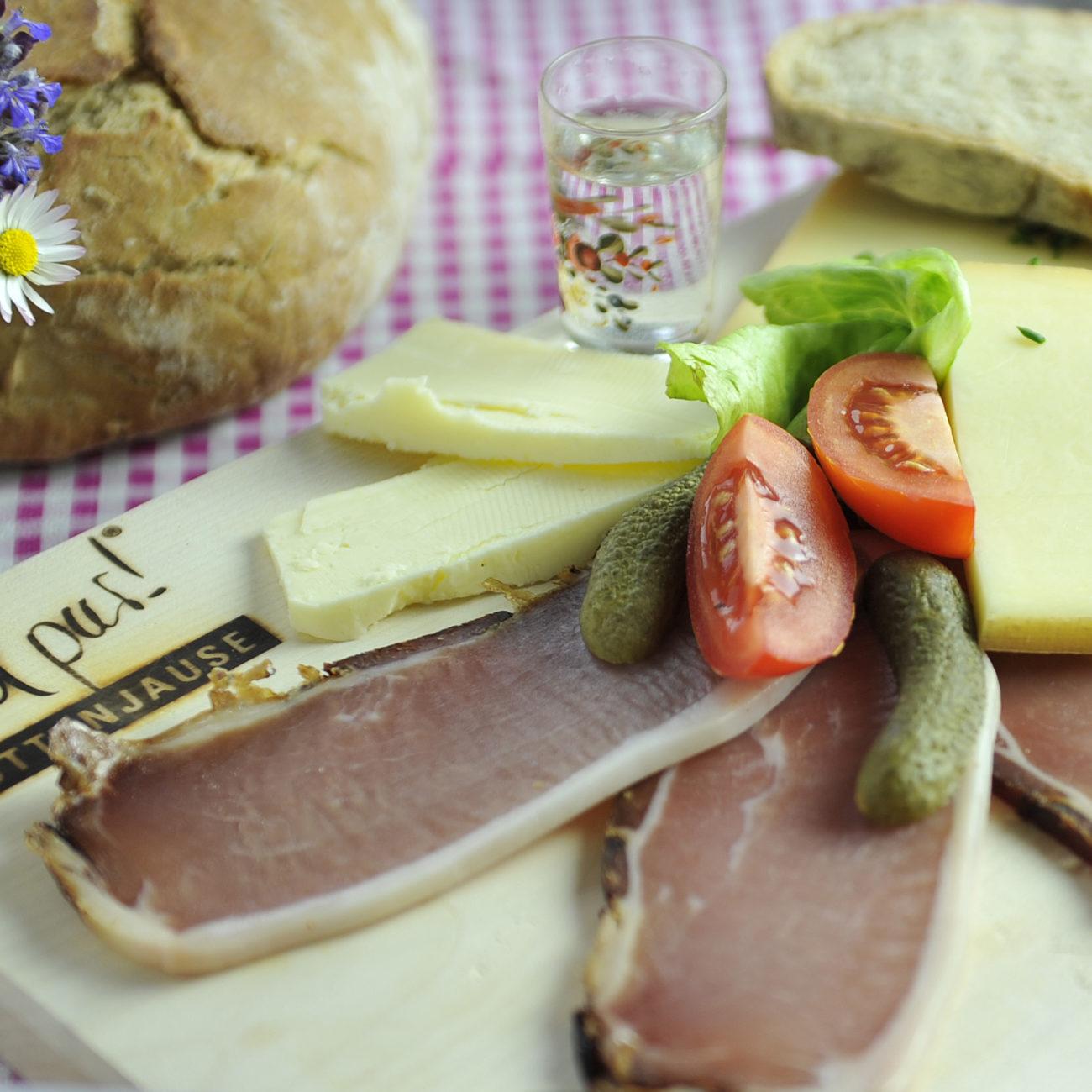Genieten van lokale specialiteiten tijdens je vakantie in Oostenrijk